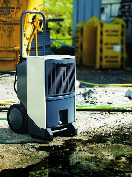 en cas d'inondation, utiliser le déshumidificateur professionnel dantherm cdt30, des gaines peuvent être installées pour sécher plus rapidement